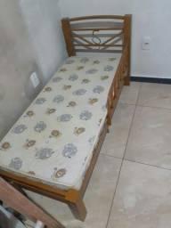 Vende-se esta cama de ferro infantil com colchao em Castanhal Pa  metalúrgica Ramos