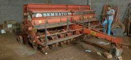 Plantadeira Semeato psm103 ano 2000 com 9/45 faço 15Mil  aceito implemento menor valor