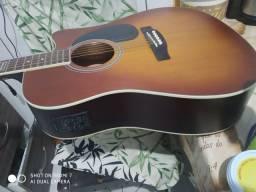 um violão ganine