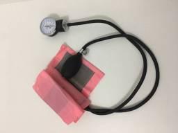 esfigmomanômetro e estetoscopio