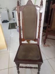 Vendo 4 cadeiras de madeira.