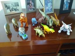 Coleção dinossauros e pokémon