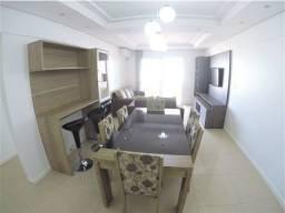 Apto com 03 quartos, com móveis sob medida e ao lado do centro
