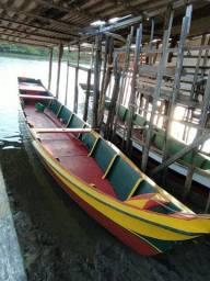 Barco de madeira de louro