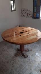 Mesa grande de 1.25 de madeira de pinus tratada e envernizada