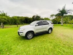 Toyota hilux sw4 3.0 srv 4x4 7 lugares 16v turbo intercooler diesel 4p automático 2010