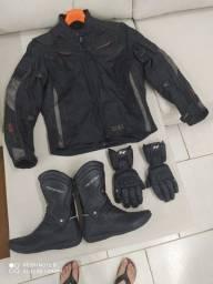 Conjunto de jaqueta, bota e luva