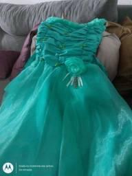 Estou vendendo uns vestidos de festas cada por 150,00