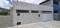 COD C-13 casa no bairro do cristo 2 quartos bem localizada