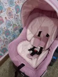 Carrinho com bebê conforto e base