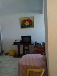 Alugo apartamento 600 reais 2 meses de depósitos mobiliado  *
