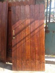Portão de madeira garagem e social
