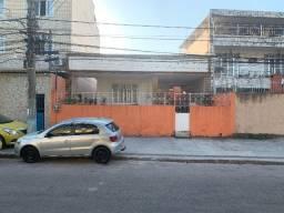 Casa em Iraja com 200 m² construídos onde possui duas casas individuais