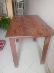 Mesa madeira. 62 de largura com 1/metro e 1,de comprimento e 76,de altura