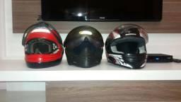 Cada capacete com preço diferente.