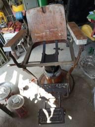 Cadeira barbeiro Antiga leia a baixo