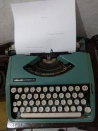 Máquina de Datilografia funcionando Olivetti 82