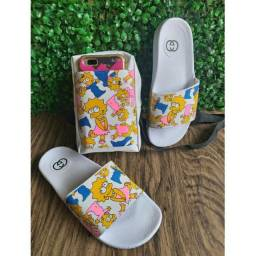 Kit chinelo+bolsa personalizada Maggie Simpsons