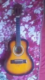 Vendo ukulele usado com marcas de uso