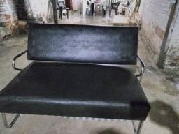 Sofá pequeno de couro
