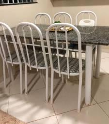 Vendo mesa com 6 cadeiras