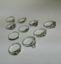 Lote de 10 Aneis em prata. Tamanhos variados.
