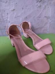 Sapatinho rosa claro