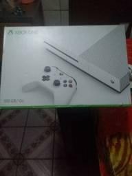 Este Xbox one s, está novo está tudo funcionando.