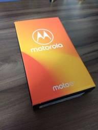 Smartphone Motorola Moto E5 Platinum - NOVO