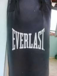 Saco de  pancada Everlast.