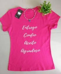 Camisetas femininas e masculinas