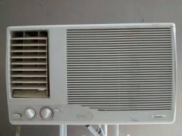 Ar condicionado de janela Consul Air Master 10.000 quente/frio 220v. Usado