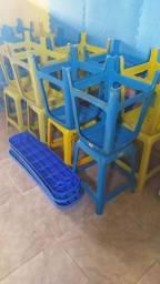 Banco de plástico colorido
