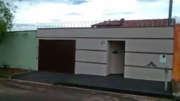 Vendo/troco Casa grande próximo ao Hospital Municipal