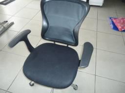 Cadeira de rodinha preta / usada
