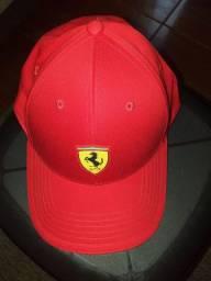 Boné Puma Ferrari.