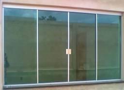 Janela em vidro temperado verde