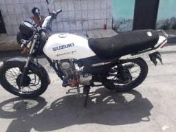 Vendo ou troco  Suzuki GS120 com 2019 em mão 2.800