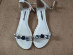 Sandália azul e branca