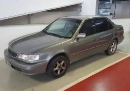 Toyota Corolla 2001 com 80.000 km único dono