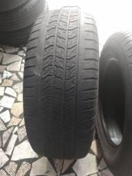 Título do anúncio: 2 pneus aro 16 semi-novo 235/60/16 leia o anúncio com atenção