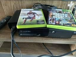 Xbox 360 usado poucas vezes bem novo com dois jogos e um controle parcelo no cartão