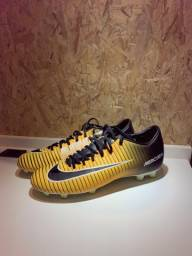 Chuteira Nike Mercurial amarela e preta
