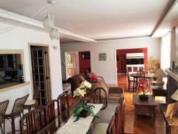 Belíssima casa, ensolarada, toda plana, com localização privilegiada