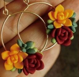 Brincos artesanais se flores