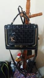 vendo bolsa feminina bem conservada