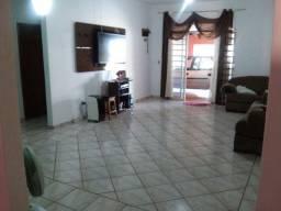 Casa 3 Qt com 2 suite, Bairro Hilda, Lote 375m², Construção 250m²