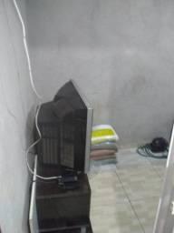 Quarto com banheiro imobiliado s garagem