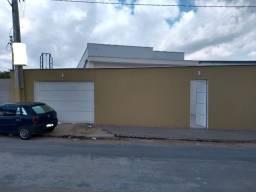 No parque 10 a 2 min da Av das Torres. Linda casa com 3 quartos + 3 vagas na garagem