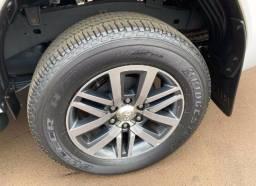 Toyota hilux srx 4x4 diesel automático 2.8